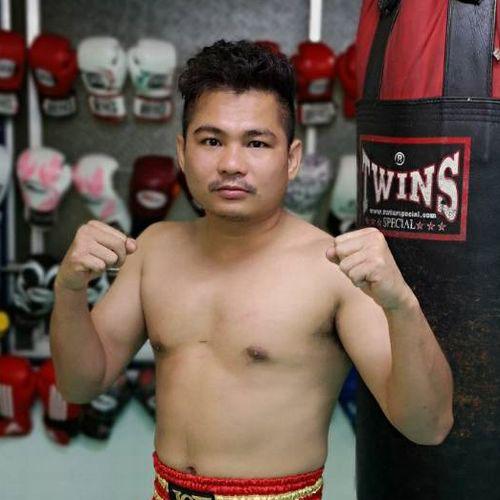 AbemaTV「那須川天心にボクシングで勝ったら1000万」の挑戦者を決めるトーナメントに最強の刺客が現れた。元WBA世界スーパーフライ級王者であり、 亀田大毅や名城信男