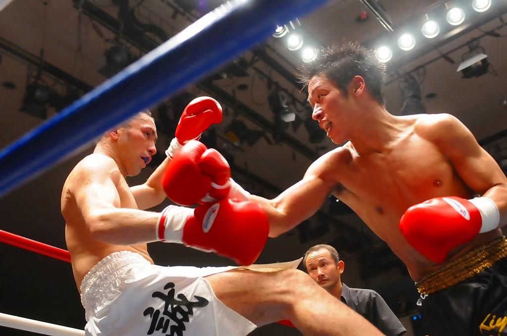 ... する岡田清治、1R KO勝ちを狙う