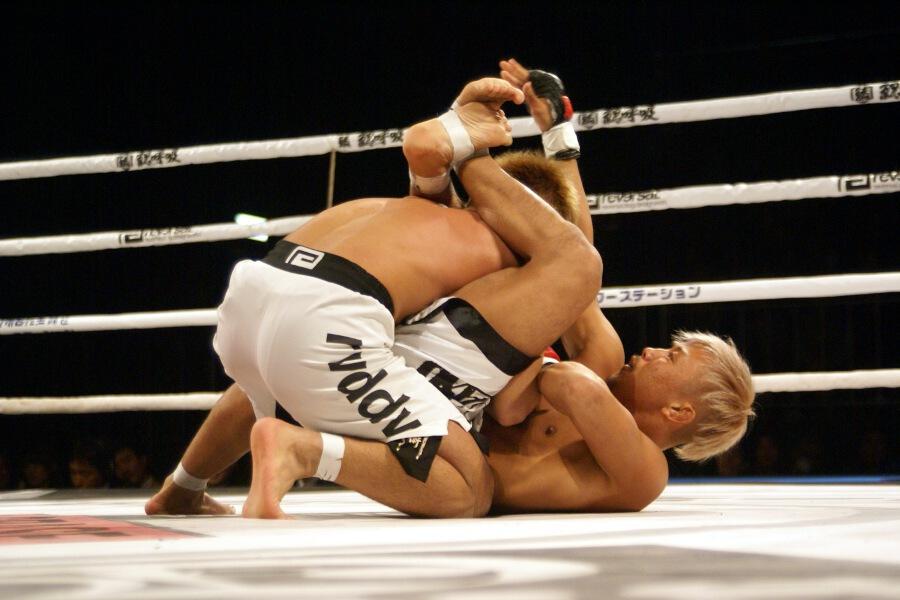 清水清隆、5度目の防衛。ISAO、冨樫健一郎を16秒KO:12.1 有明