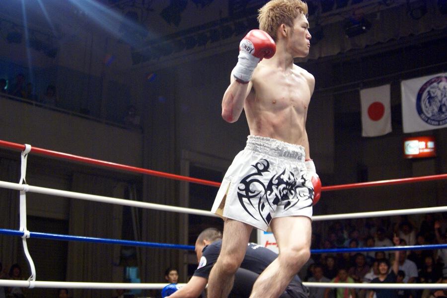 ... 江幡睦、藤原あらしを肘で1R KO