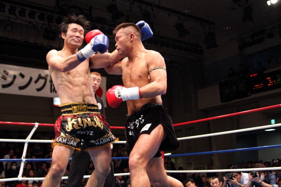 バウトレビュー - REPORTS [新日本キック] 江幡睦、1R KO勝ち。内田雅之が防衛。松