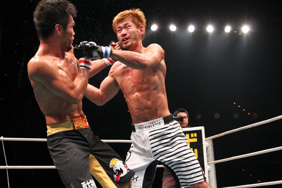山上幹臣、生駒純司を秒殺し世界フライ級王者に:11.5 TDC