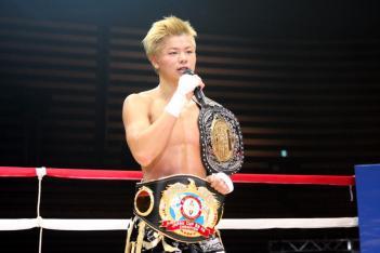 BLADEの-55kgトーナメントを制した那須川天心