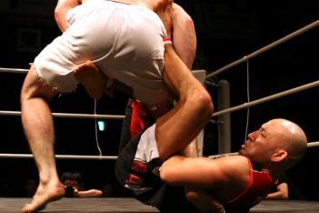 山田が足関節を仕掛ける