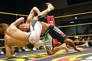 11年6月の初対戦では横田が勝利
