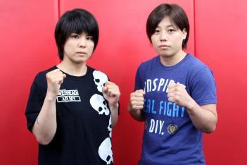 スギロック(左)と浜崎