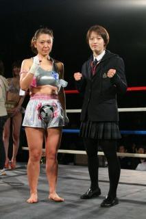 小田巻(左)と松田