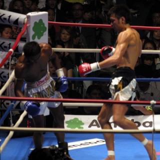 2008年の対戦時の佐藤とブアカーオ