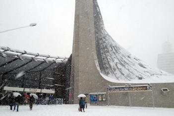 開場時から雪に包まれた代々木競技場第二体育館