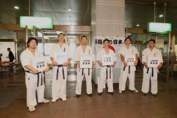 日本代表の会場募金活動