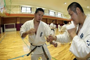 本番さながらの激しいスパーリングを展開する2008年全日本王者の谷口誠(右)と赤石誠