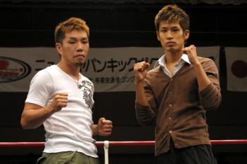 TSUYOSHI(左)と前田。9.27後楽園にて