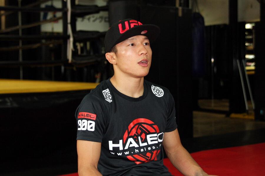 公開練習後の堀口 - REPORTS [UFC] 堀口恭司、待望のUFCデビュー戦は逆転TKO勝